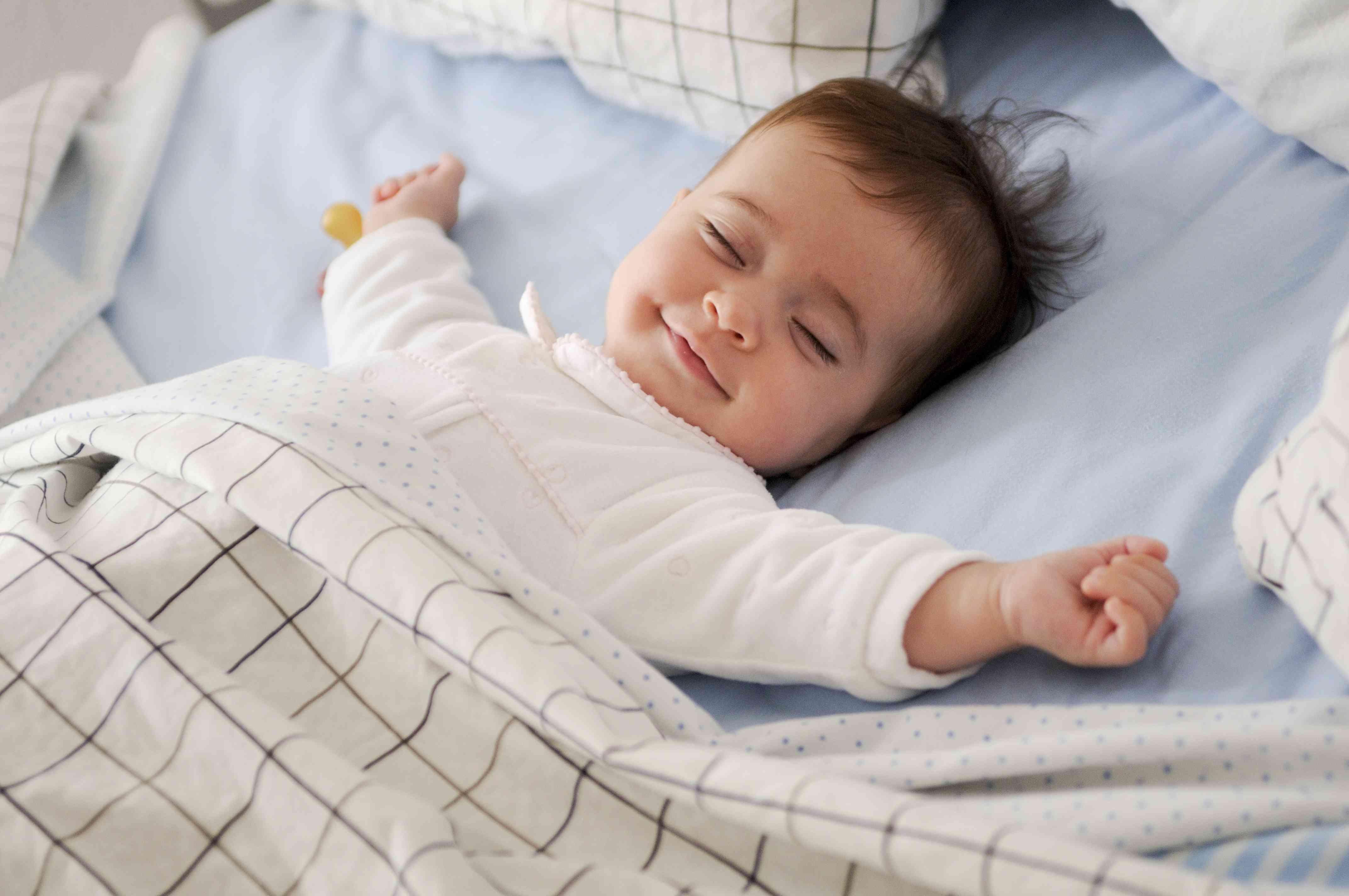 bebé-feliz-mientras-duerme